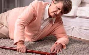 Consejos de ayuda a domicilio para evitar caídas en ancianos