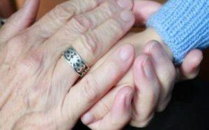 Cómo comunicarnos con personas con alzheimer