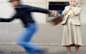 Consejos para evitar estafas a los mayores cuando están solos
